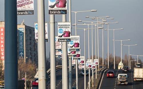 Lengőkaros kampánytáblák